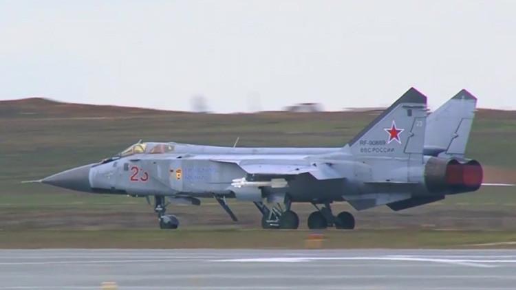 Video: Se enfrentan en una 'pelea de perros' los cazas rusos MiG-31 y MiG-29 en el cielo de Astracán