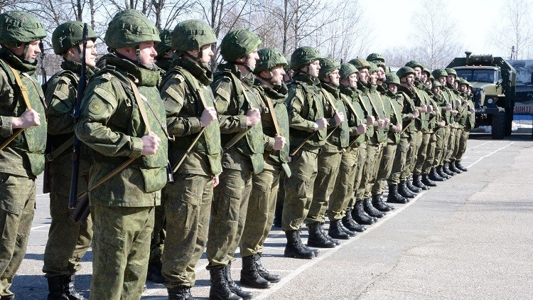 Zapadores rusos acompañados por helicópteros de ataque parten hacia Palmira