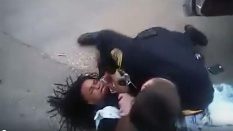 Video: Policía detiene con electrochoque y gas pimienta a un afroamericano por llevar la música alta