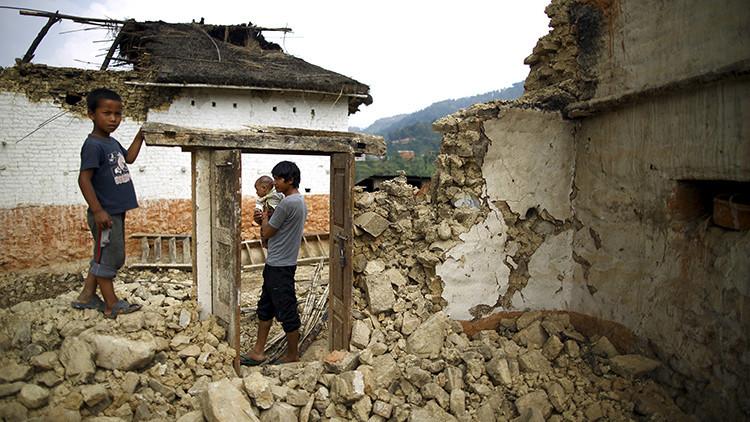 Los británicos compran como esclavos a menores de India y Nepal