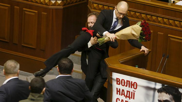Parlamentarismo bestial: Compilan las mayores peleas en el Legislativo ucraniano (Video)