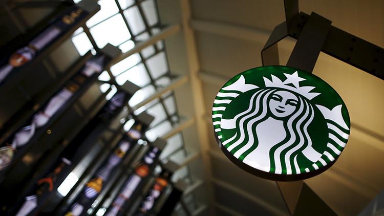 Video: Una mujer increpa a gritos al gobernador de Florida en un Starbucks de EE.UU.