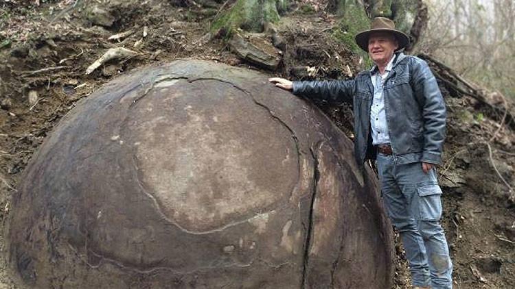 ¿Una civilización perdida?: Descubren una extraña y enorme piedra esférica