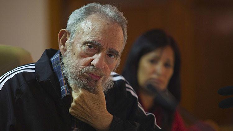 Video: Fidel Castro reaparece en público para homenajear a una heroína de la revolución