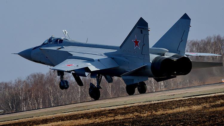 Pilotos rusos establecen un nuevo récord de vuelo mundial a bordo de un MiG-31BM