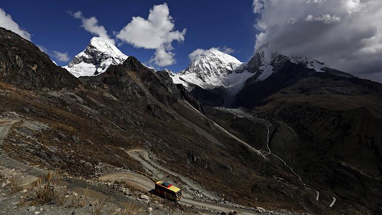 Perú: Al menos 23 muertos y 30 heridos tras caer un autobús en un río de Cuzco