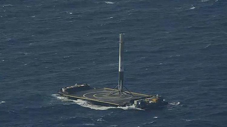 Video: El cohete Falcon 9 de SpaceX aterriza por primera vez en el océano