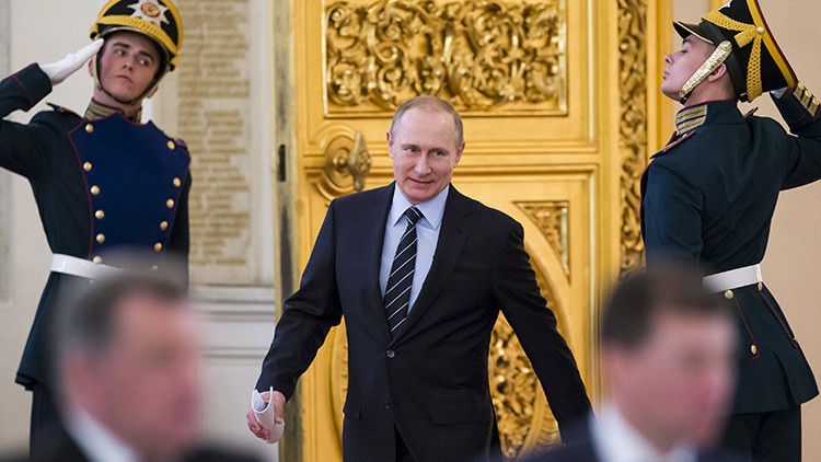 Putin se salta las barreras idiomáticas: 5 momentos estelares de un presidente políglota