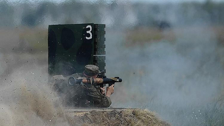 El lanzagranadas ruso Vampir hace trizas un blindado a 300 metros de distancia