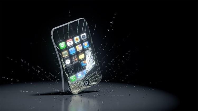 """Video: Una madre destruye de un escopetazo el iPhone de sus hijos """"para que obedezcan"""""""