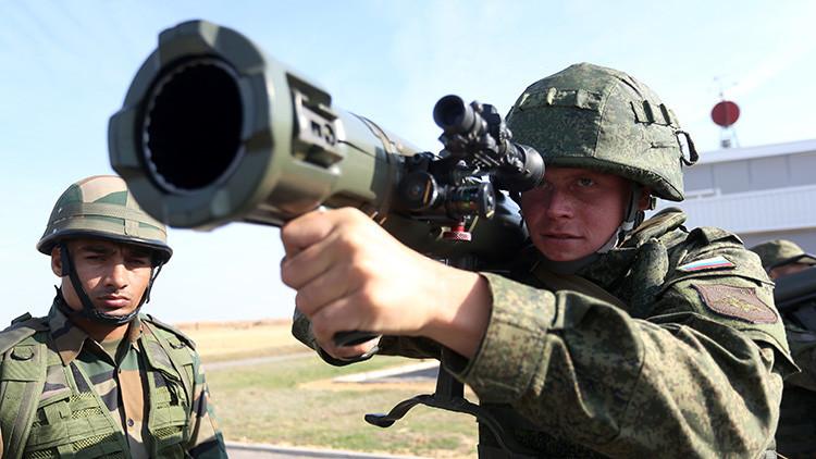 Video: Esto pasa al disparar una granada de carga hueca contra un vehículo blindado