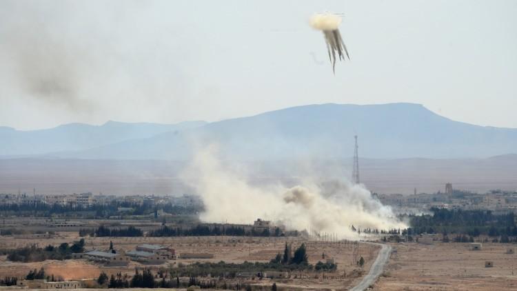Aviación y Ejército sirio bombardean a terroristas del Frente Al Nusra en Alepo (Video)