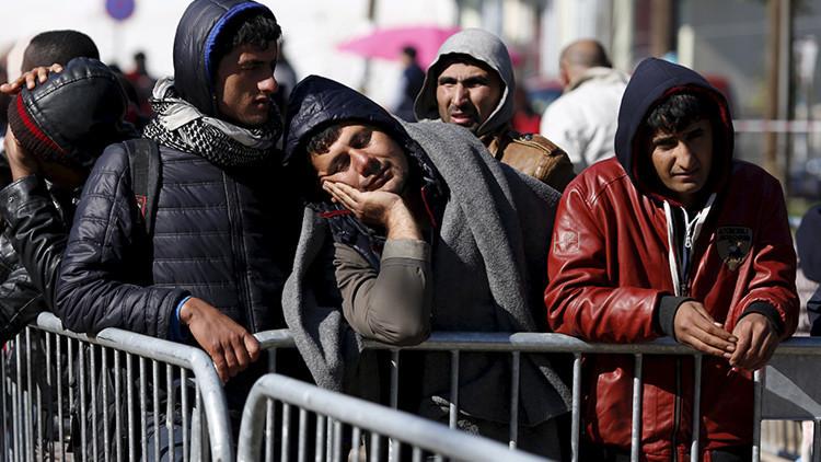 """""""Volved a Turquía"""": vigilantes búlgaros armados con machetes detienen a refugiados afganos (Video)"""