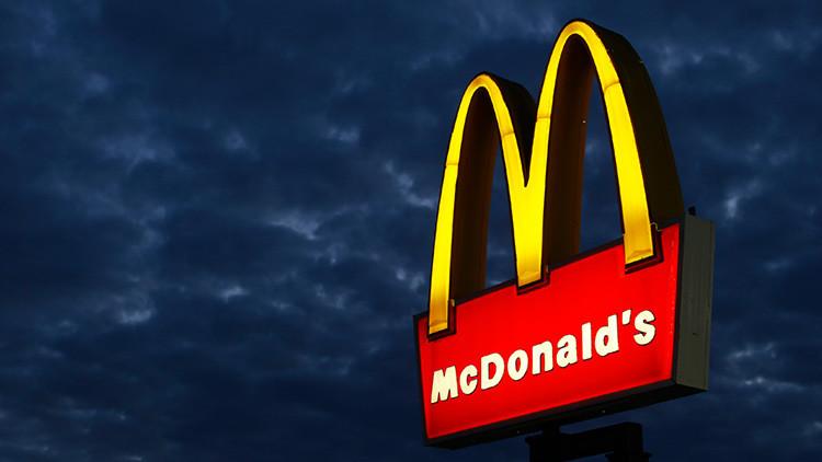 """""""De la cuna a la tumba"""": Los niños, el principal objetivo de la industria de comida rápida"""