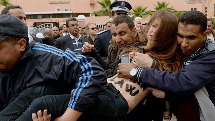 Marruecos deporta a activistas de Femen por protestar en 'topless' (VIDEOS)