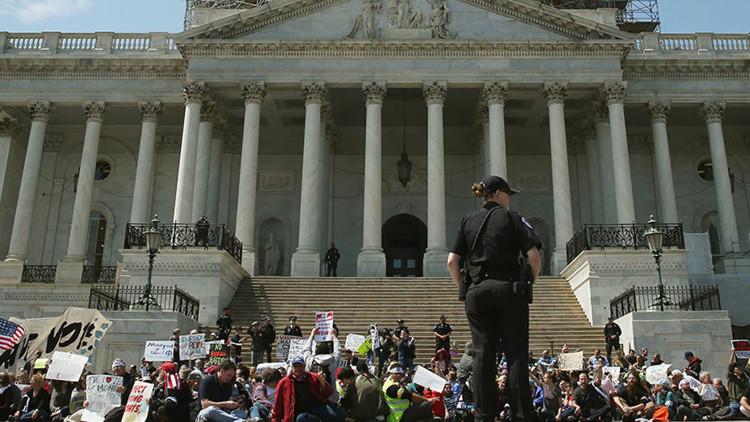 'Primavera de la democracia': Detienen a ancianos durante una protesta en Washington