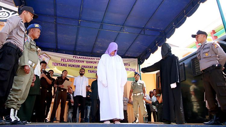 Una mujer cristiana castigada en la provincia de Aceh (Indonesia) el 12 de abril de 2016