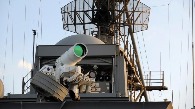 Sistema de armas láser a bordo del buque USS Ponce de la Armada de EE.UU.