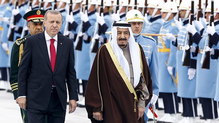 Video: Erdogan recibe al rey saudita con una marcha militar rusa
