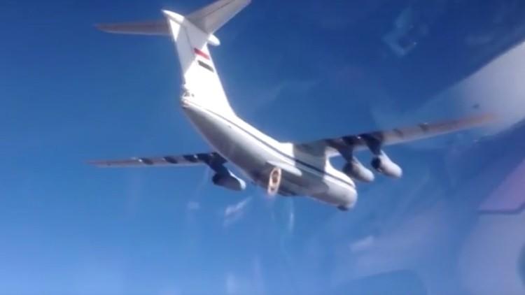 Lanzan desde un avión Il-76 ayuda humanitaria rusa sobre Deir ez-Zor, sitiada por el EI (Video)