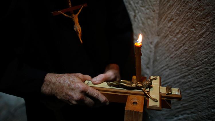 Un cura católico compara a los clérigos pederastas con mujeres adúlteras