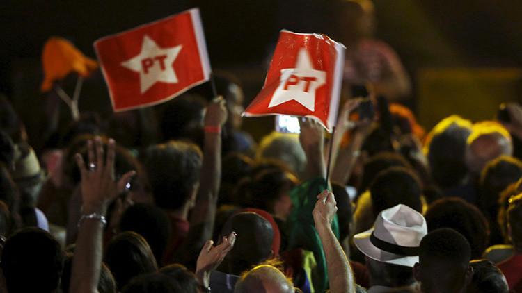 """""""El golpe no pasa"""": seguidores de Dilma Rousseff se manifestaron en las calles de todo Brasil"""