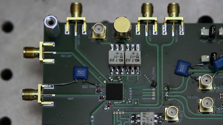 Inventan un revolucionario microchip que elevará la velocidad del wifi