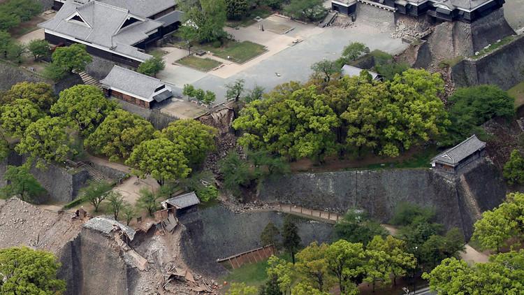 Un antiguo castillo en Japón queda destruido por los terremotos (Fotos)
