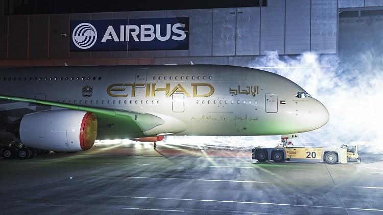 Piloto de Etihad Airways da la vuelta para que dos abuelos se despidan de nieto gravemente enfermo