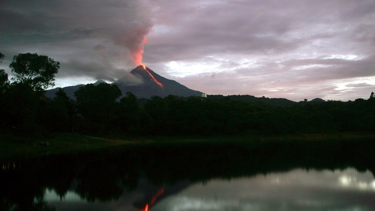 México: Reportan varias explosiones en el volcán de Colima (VIDEO, FOTOS)