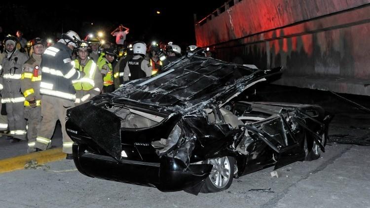 Angustioso rescate tras colapso de un puente en Ecuador por fuerte terremoto (Video)