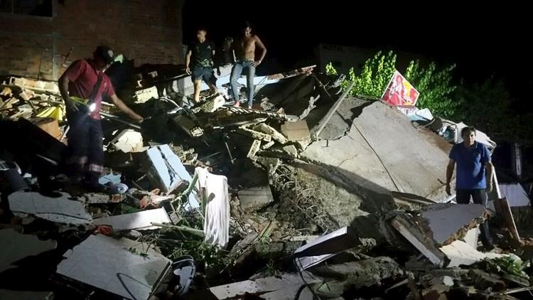 Edificios derrumbados en la ciudad de Manta tras uno de los potentes sismos que han sacudido Ecuador