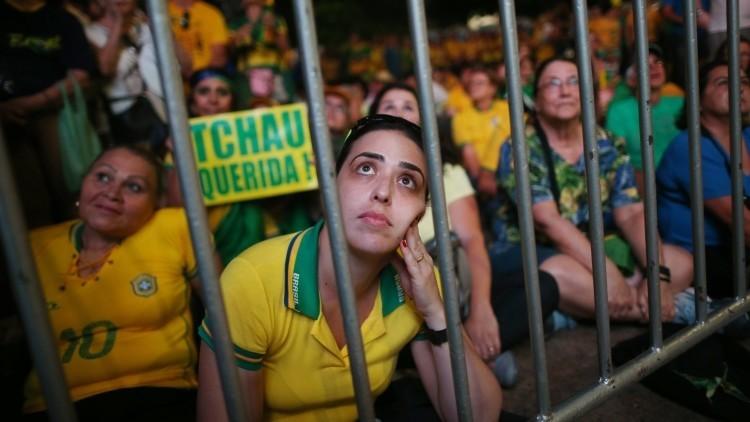 Miles de personas en Brasilia esperaban la decisión sobre la destitución de Rousseff (Fotos)