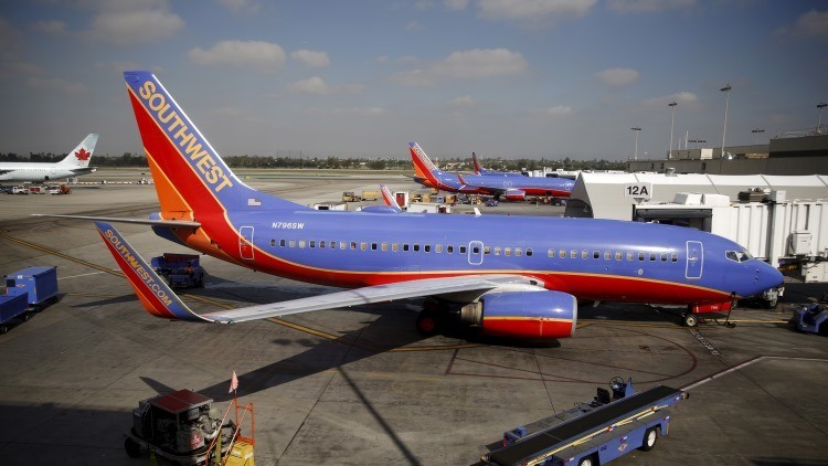 EE.UU.: Sacan del avión, cachean e interrogan a un estudiante musulmán por hablar árabe