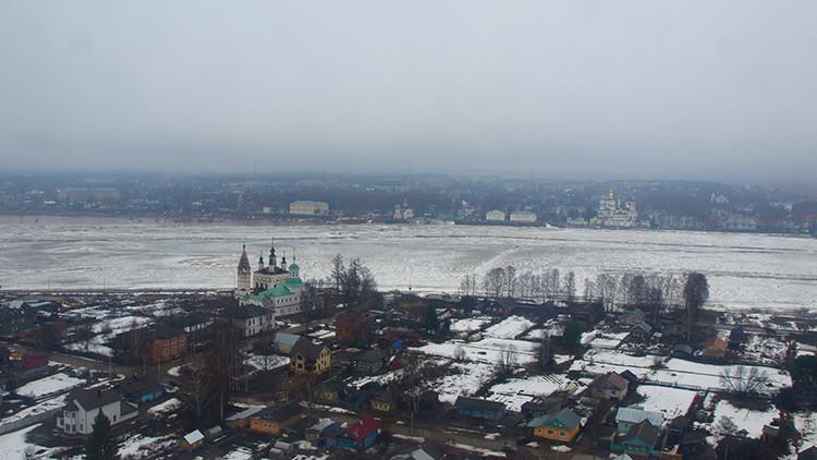 Video: Aviones bombarderos Su-34 rompen acumulaciones de hielo en el norte de Rusia