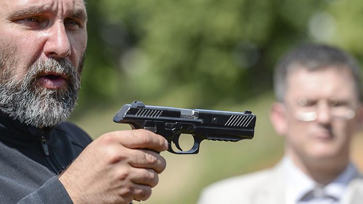 Kaláshnikov certifica el final de la época de la pistola Makárov rusa