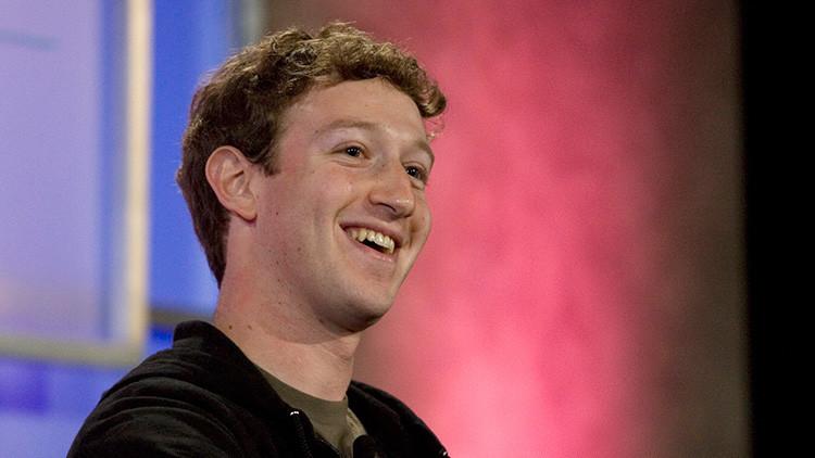 El fundador de Facebook, Mark Zuckerberg, habla en una conferencia en San Francisco, California, el 17 de octubre de 2007.