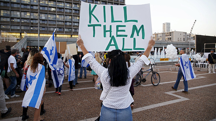 """""""Mátalos a todos"""": Miles de israelíes, a favor de un soldado que ejecutó a un palestino (video)"""
