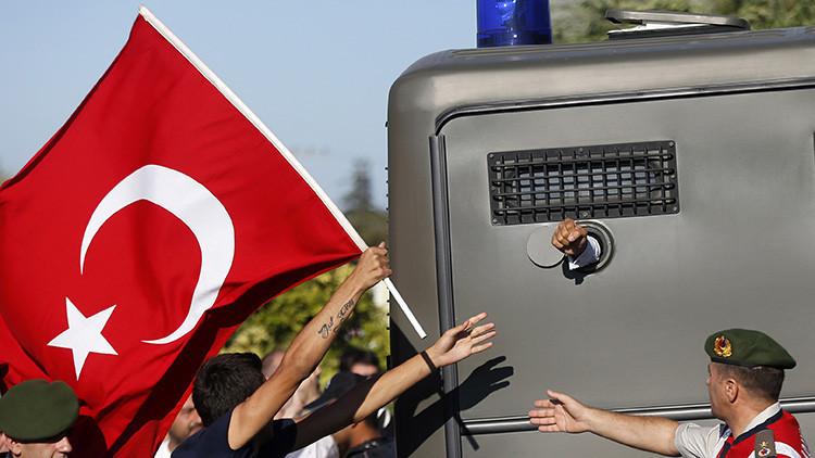Comparar a Erdogan con Gollum o masticar un chicle: 9 motivos para terminar preso en Turquía
