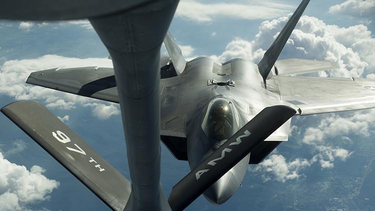 """¿Perdió su 'ventaja tecnológica"""" ante Rusia y China?: EE.UU. planea reanudar la producción del F-22"""