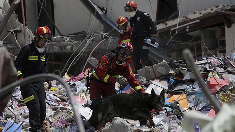 Video: Increíble rescate de tres víctimas del terremoto en Ecuador tras 120 horas bajo los escombros
