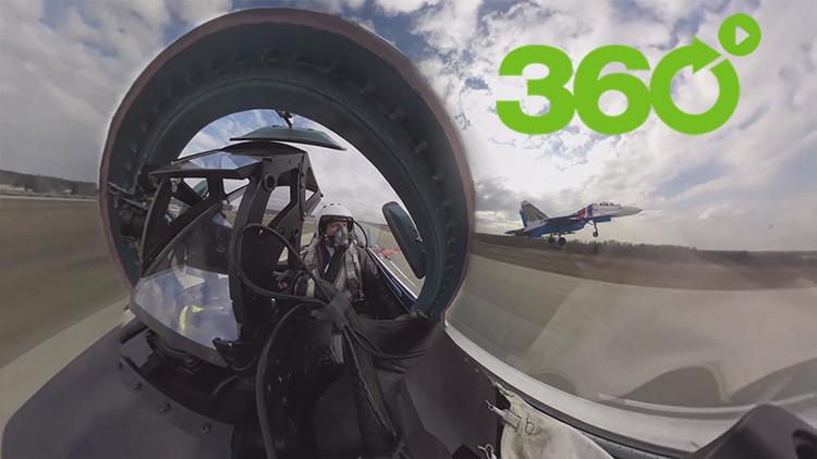 Video en 360 grados: Viva el futuro desfile de la Victoria ruso desde la cabina de un piloto