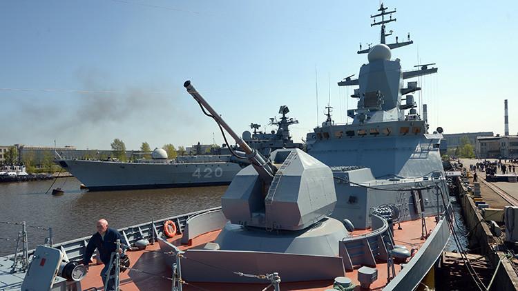 La corbeta Boiki en un astillero de San Petersburgo durante la ceremonia de entrega a la Flota del Báltico.