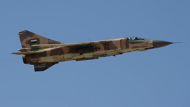 Se estrella un caza de la Fuerza Aérea Siria cerca de Damasco