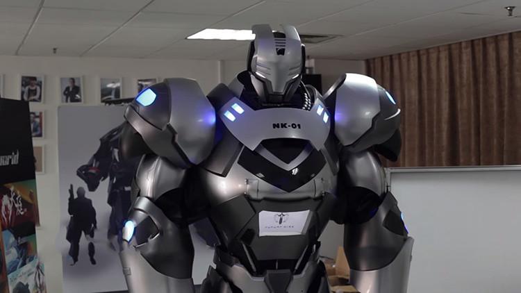 Video: Presentan en China un prototipo de 'Iron Man' manejado desde su interior que canta y abraza
