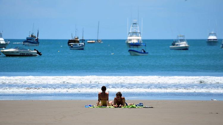 Video: Una joven grabó el naufragio cerca de Costa Rica del barco de turistas en el que viajaba