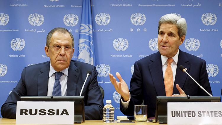 El canciller ruso Serguéi Lavrov, con el secretario de Estado de EE.UU., John Kerry.