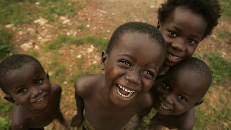 """""""¿Qué te hace feliz?"""": Las respuestas de las niñas de Burkina Faso le harán un nudo en la garganta"""