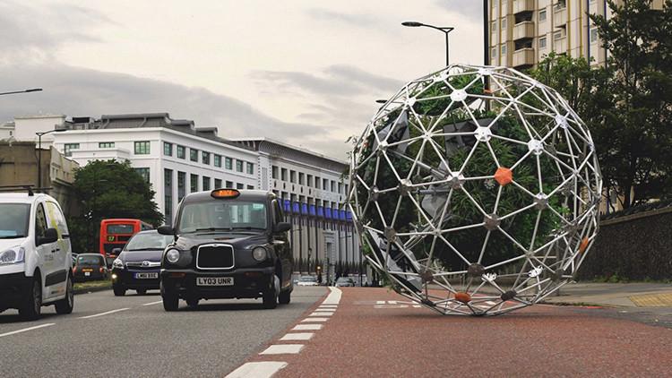 Video: Crean un jardín cibernético que 'camina' por las calles