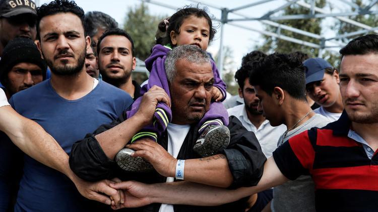 Grecia: La Policía usa gas lacrimógeno contra los refugiados de un campo de Lesbos (fotos)